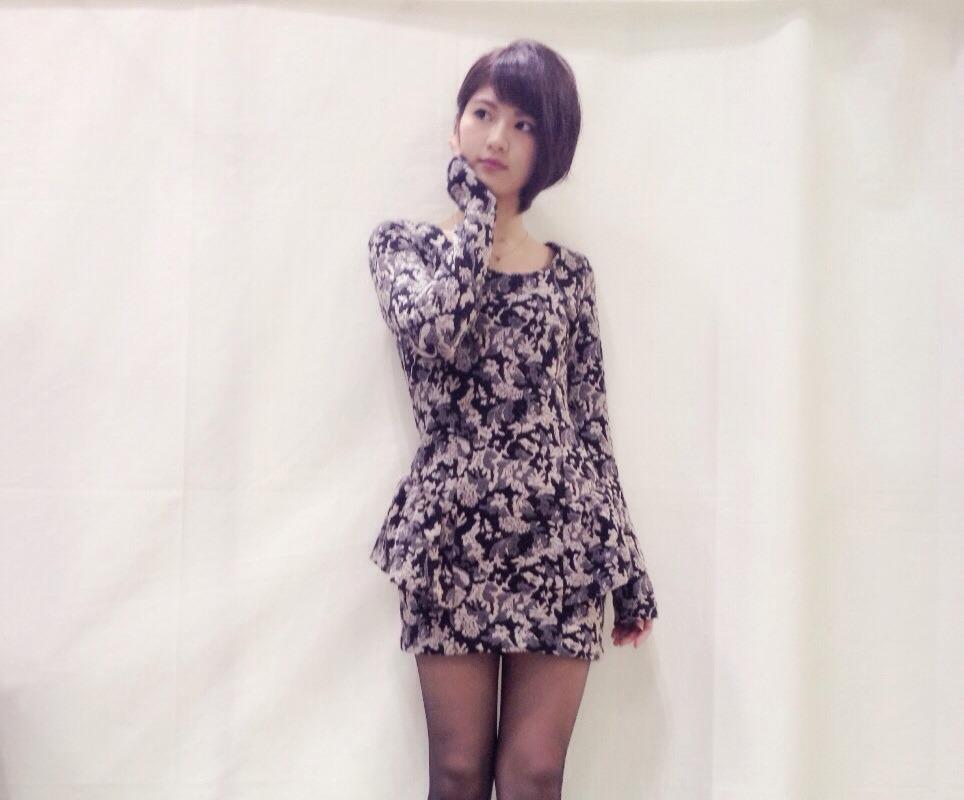 洋服が素敵な若月佑美さん
