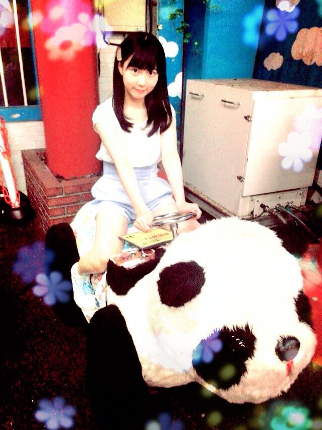 パンダの乗り物に乗る美久ちゃん