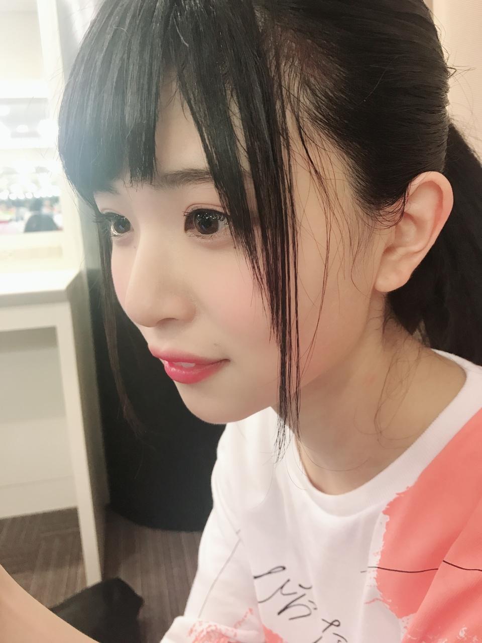松田好花の横顔画像
